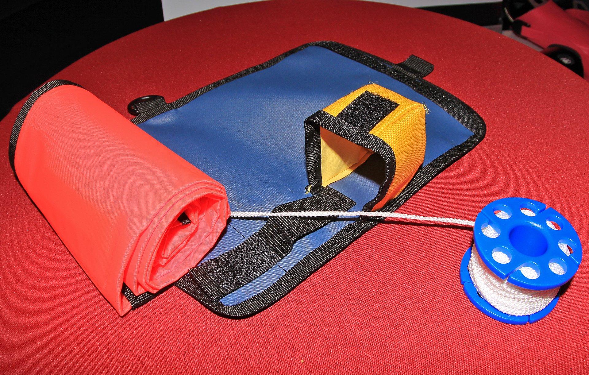 Буй нейлоновый оранжевый с катушкой-шпулей, 145 см. AquaLung